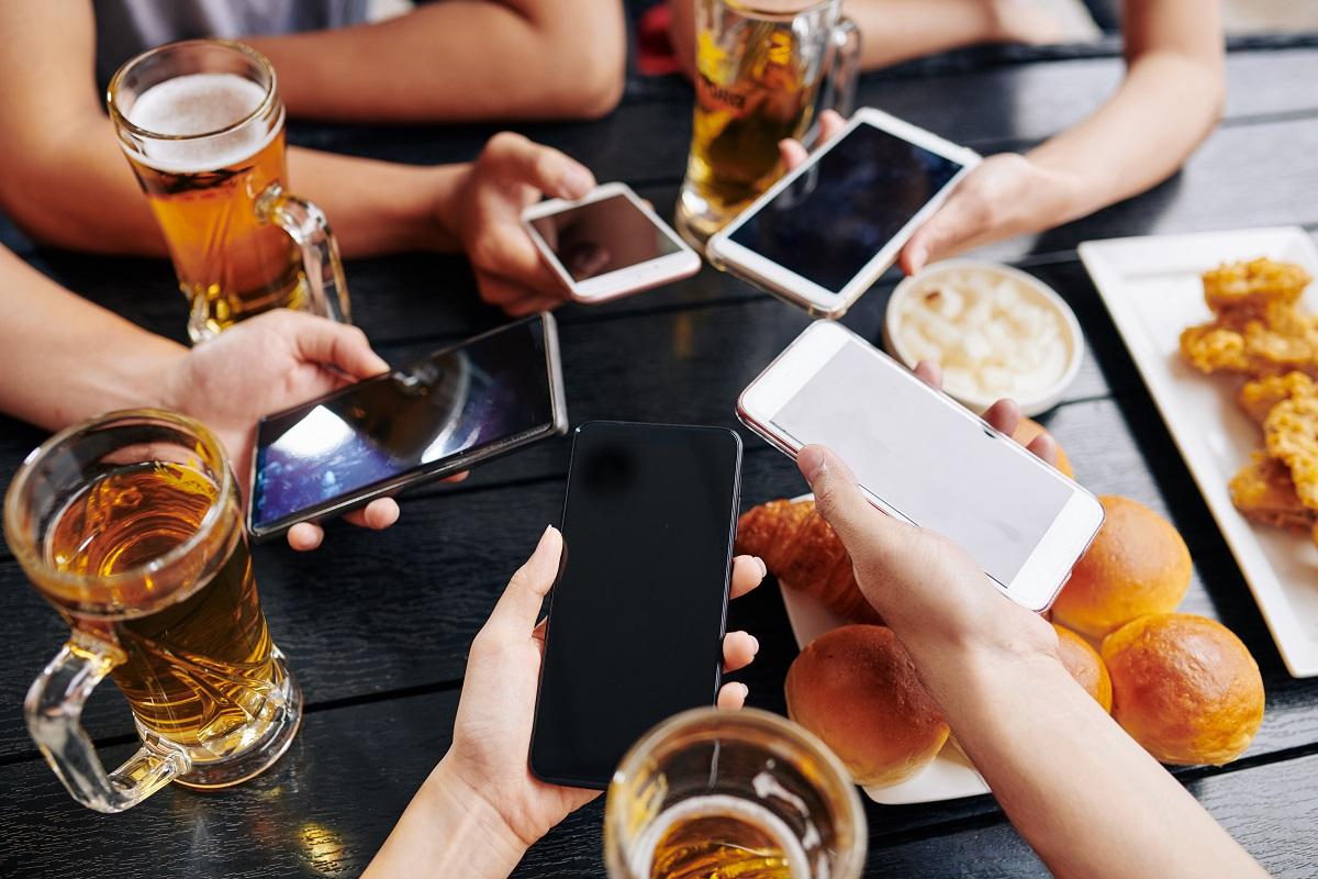 много телефони на едно място